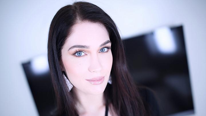 Evelyn Amateur Allure porn